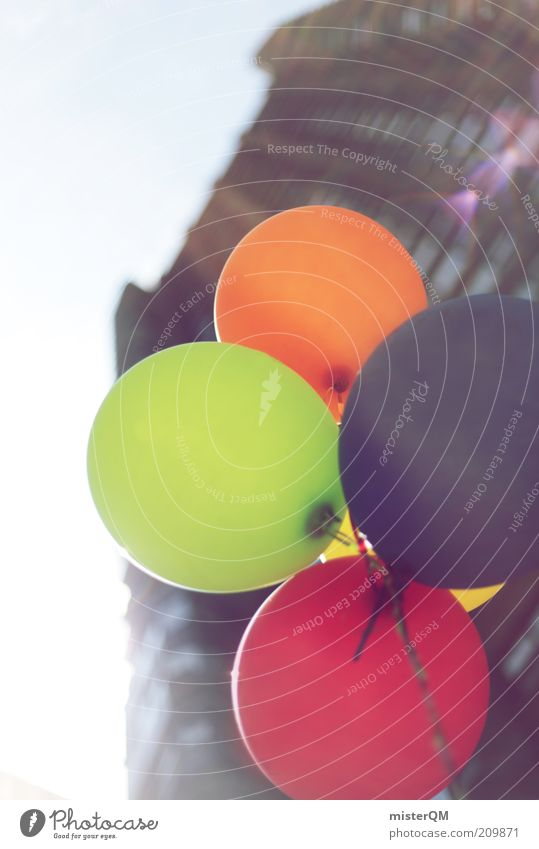 davon. Himmel grün blau rot Haus Luft orange fliegen Hochhaus Fassade Luftballon Dekoration & Verzierung Kreativität aufwärts Schweben Helium