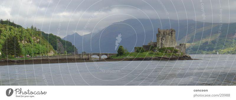 Eilean Donan Castle Scotland (Panorama) Schottland See Highlander Großbritannien Europa Dornie Berge u. Gebirge alt Burg oder Schloss Seeufer Steinbrücke