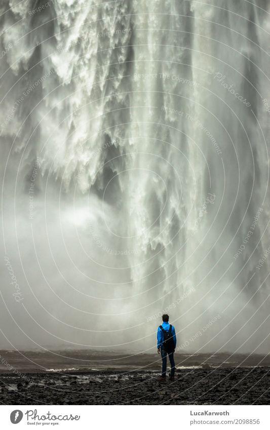 Naturgewalten Mensch maskulin Junger Mann Jugendliche 1 13-18 Jahre 18-30 Jahre Erwachsene Landschaft Urelemente Wasser Wassertropfen Wasserfall Island