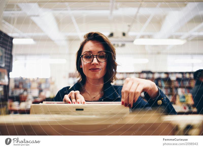 Roadtrip West Coast USA (123) feminin Junge Frau Jugendliche Erwachsene Mensch 18-30 Jahre 30-45 Jahre Freizeit & Hobby Leseratte Lesestoff lesen Lesesaal