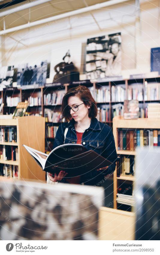 Roadtrip West Coast USA (125) Mensch Frau Jugendliche Junge Frau Erholung 18-30 Jahre Erwachsene feminin Freizeit & Hobby Brille lesen Pause Bibliothek Leser