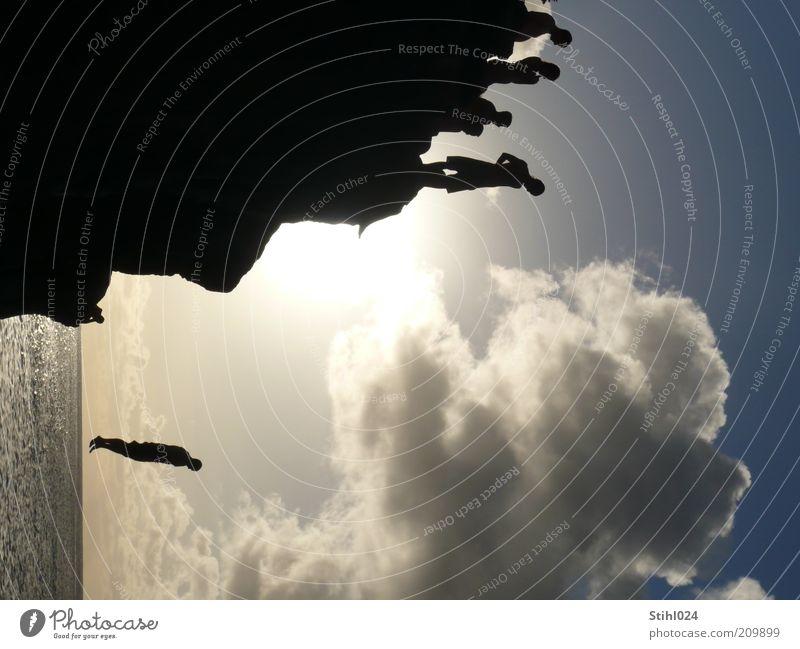 Absprung geschafft blau Ferien & Urlaub & Reisen Sonne Meer Freude schwarz springen Küste Menschengruppe Angst Schwimmen & Baden Abenteuer Tourismus ästhetisch Insel verrückt