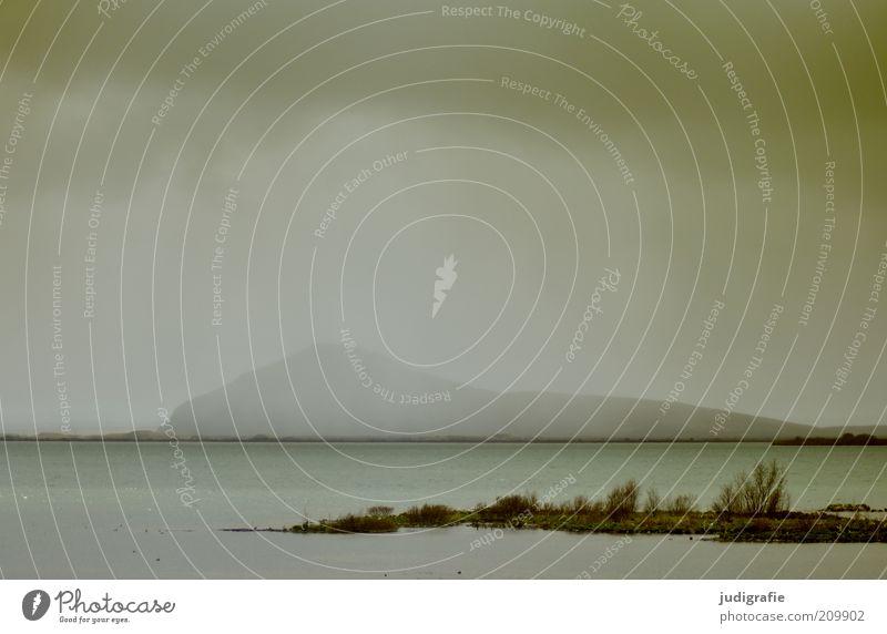 Island Natur Wasser Himmel ruhig Wolken Einsamkeit dunkel kalt Berge u. Gebirge See Landschaft Stimmung Nebel Umwelt Insel bedrohlich