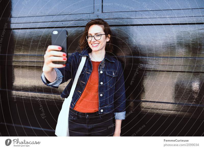 Roadtrip West Coast USA (288) feminin Junge Frau Jugendliche Erwachsene 1 Mensch 18-30 Jahre 30-45 Jahre Kommunizieren Selfie Handy Handy-Kamera Fotografieren