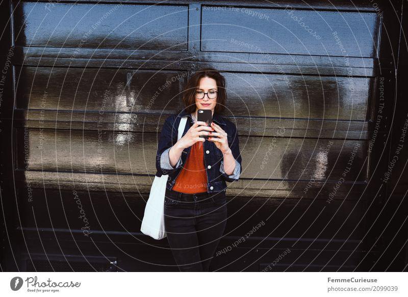 Roadtrip West Coast USA (287) feminin Junge Frau Jugendliche Erwachsene 1 Mensch 18-30 Jahre 30-45 Jahre Kommunizieren Handy Handy-Kamera Hipster Jutesack