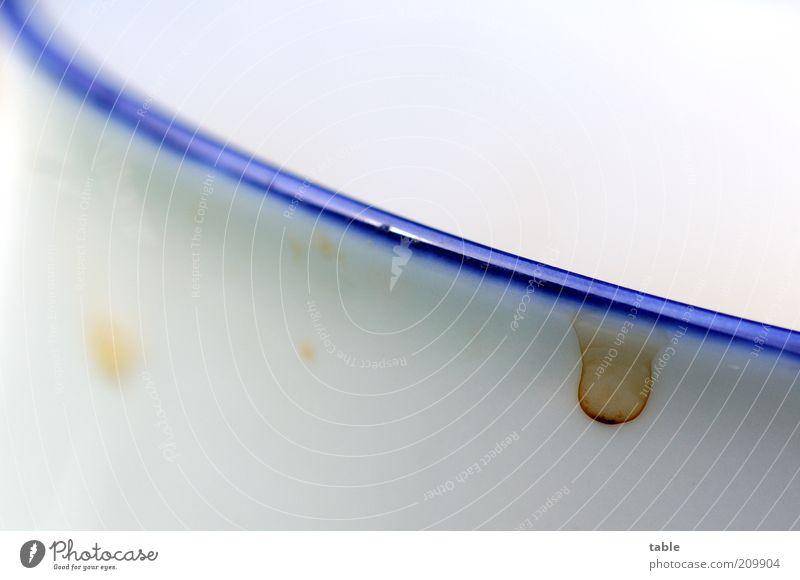 Randerscheinung Geschirr Tasse Becher hell blau weiß Tropfen trocken dreckig Farbfoto Nahaufnahme Detailaufnahme Menschenleer Textfreiraum oben