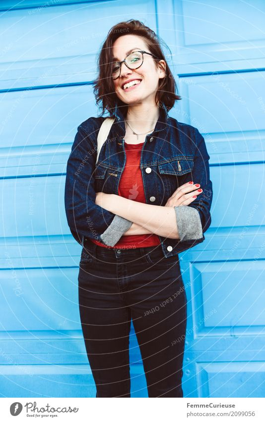 Roadtrip West Coast USA (310) feminin Junge Frau Jugendliche Erwachsene Mensch 18-30 Jahre 30-45 Jahre Freude Glück Gute Laune positiv Jeansjacke Mode Jeanshose