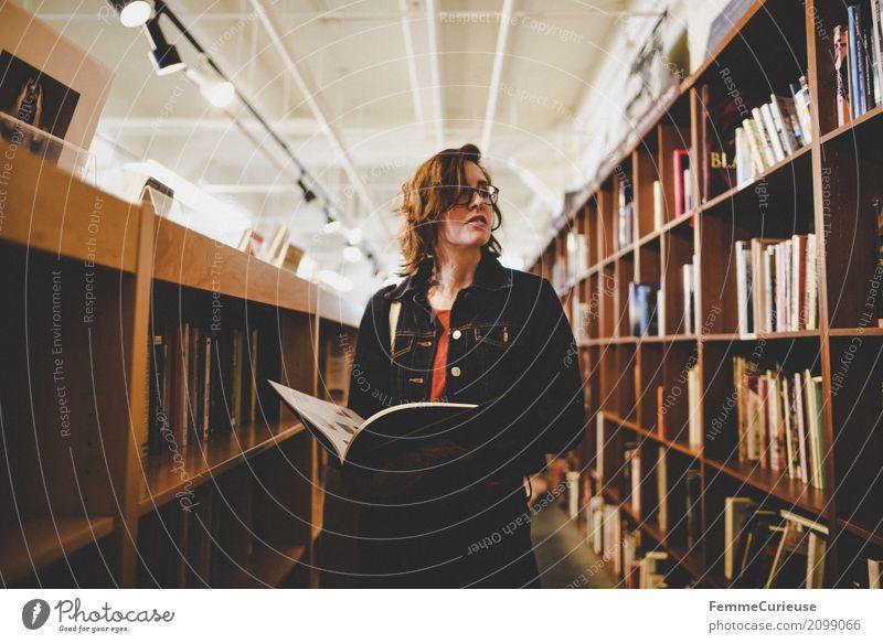 Roadtrip West Coast USA (124) feminin Junge Frau Jugendliche Erwachsene Mensch 18-30 Jahre 30-45 Jahre Freizeit & Hobby lesen Lesestoff Leser Leseratte Brille