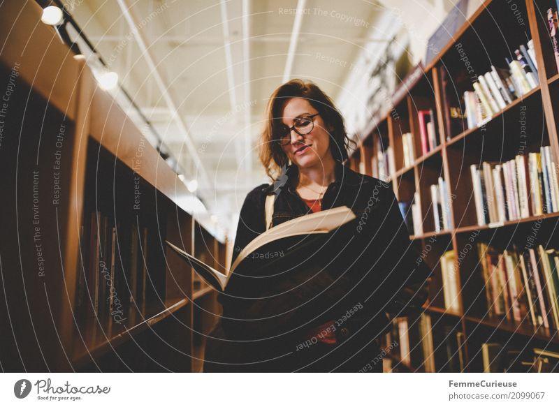Roadtrip West Coast USA (281) Mensch Frau Jugendliche Junge Frau 18-30 Jahre Erwachsene feminin Buch Brille lesen Bildung Bibliothek 30-45 Jahre Buchladen