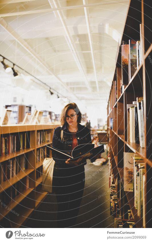 Roadtrip West Coast USA (280) Mensch Frau Jugendliche Junge Frau 18-30 Jahre Erwachsene feminin Buch Brille lesen Bildung Bibliothek 30-45 Jahre Buchladen