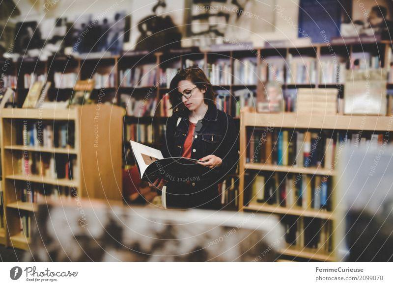 Roadtrip West Coast USA (279) Mensch Frau Jugendliche Junge Frau 18-30 Jahre Erwachsene feminin Buch Brille lesen Bildung Bibliothek 30-45 Jahre Buchladen