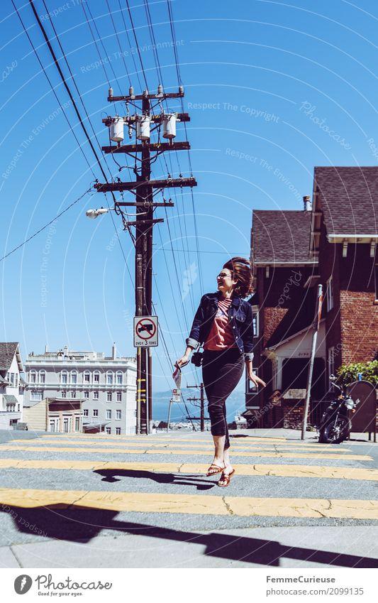 Roadtrip West Coast USA (106) Mensch Frau Ferien & Urlaub & Reisen Jugendliche Junge Frau 18-30 Jahre Erwachsene feminin Glück springen Fröhlichkeit Fußgänger