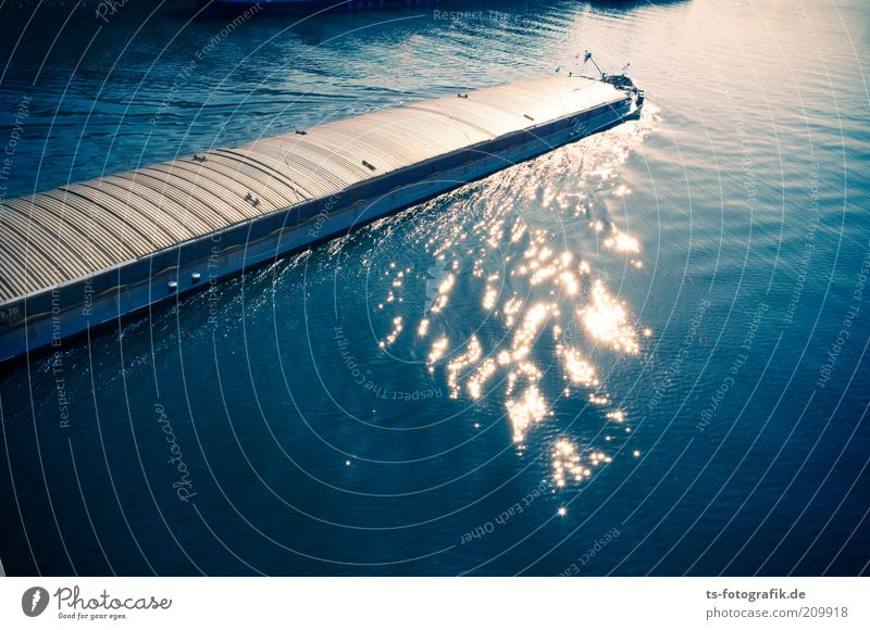 Bootenstoffe Umwelt Urelemente Wasser Schönes Wetter Wellen Flussufer Wasseroberfläche Verkehr Verkehrsmittel Verkehrswege Schifffahrt Binnenschifffahrt