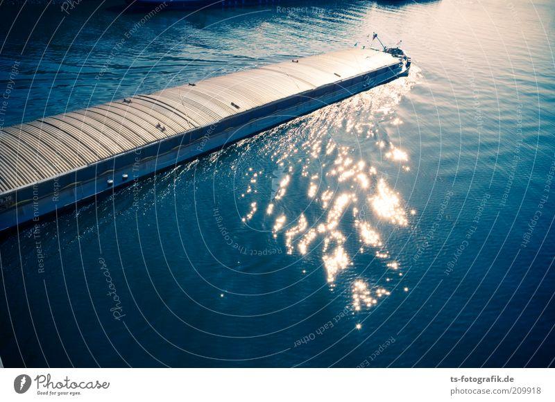 Bootenstoffe Wasser blau Farbe Bewegung Linie Wasserfahrzeug Metall Wellen Umwelt Verkehr fahren Güterverkehr & Logistik Fluss Stahl Mobilität Verkehrswege