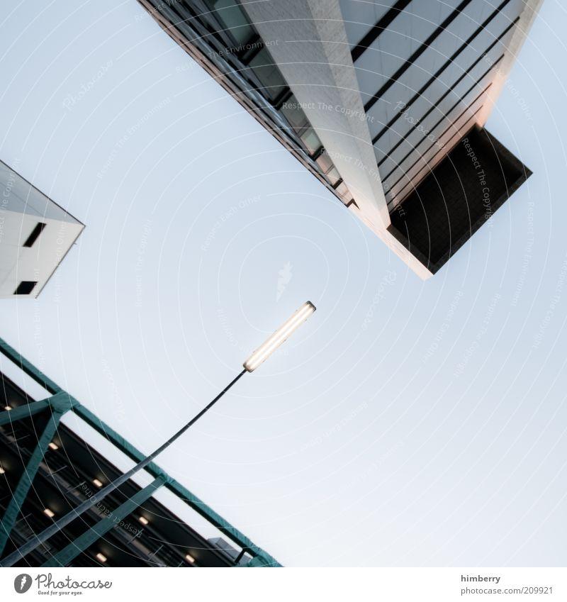 daylight Wirtschaft Düsseldorf Stadt Hochhaus Industrieanlage Parkhaus Bauwerk Gebäude Architektur Mauer Wand Fassade Design Bürogebäude Laternenpfahl