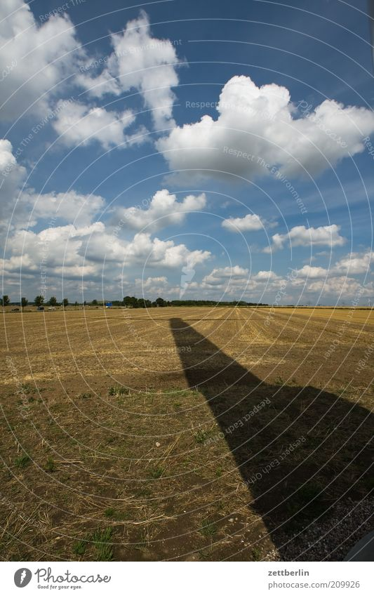 Windschattenenergie Ferne Sommer Sonne Energiewirtschaft Fortschritt Zukunft Sonnenenergie Windkraftanlage Energiekrise Umwelt Natur Landschaft Erde Himmel