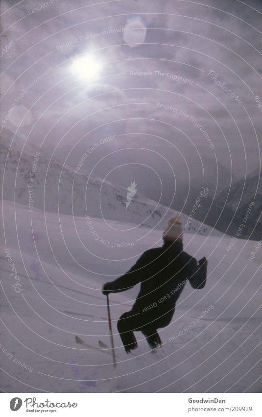 Erste Spur Sport Wintersport Skifahren Mensch maskulin Umwelt Natur Sonnenaufgang Sonnenuntergang Wetter Schönes Wetter Schnee atmen glänzend