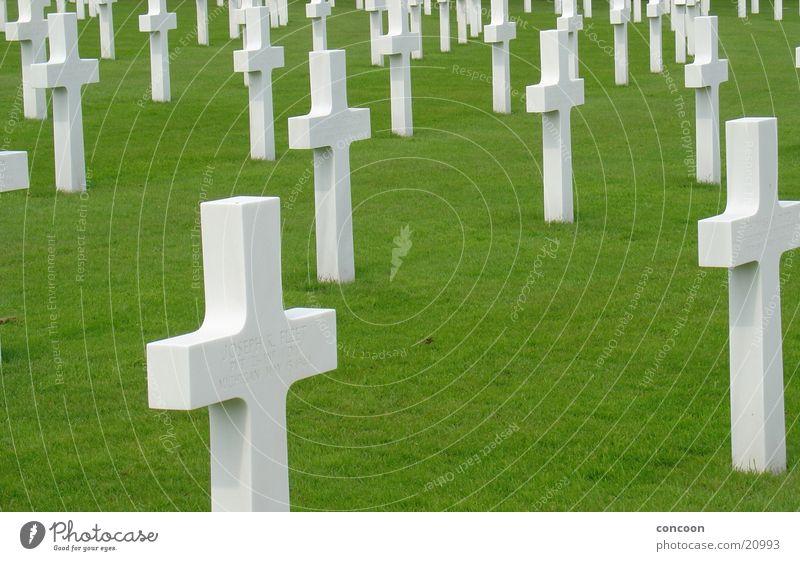 Cambridge American Cemetery weiß Tod Rücken trist Amerika Krieg England Friedhof Grab erinnern Großbritannien Gotteshäuser Grabmal