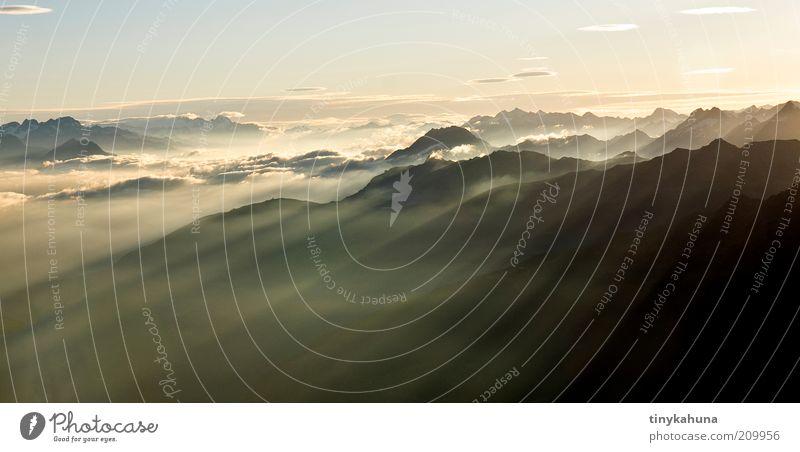 Im Frühtau zu Berge... Sommer Ferien & Urlaub & Reisen Wolken Ferne gelb Freiheit Berge u. Gebirge Landschaft träumen Luft Horizont Nebel Alpen Unendlichkeit leuchten Schönes Wetter