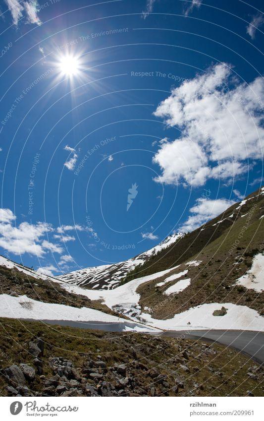 Sonne und Himmel schön Berge u. Gebirge Natur Wolken Horizont Wetter Schönes Wetter Felsen Alpen hell blau Hochformat Münstertal Schneeschmelze Val Thorens