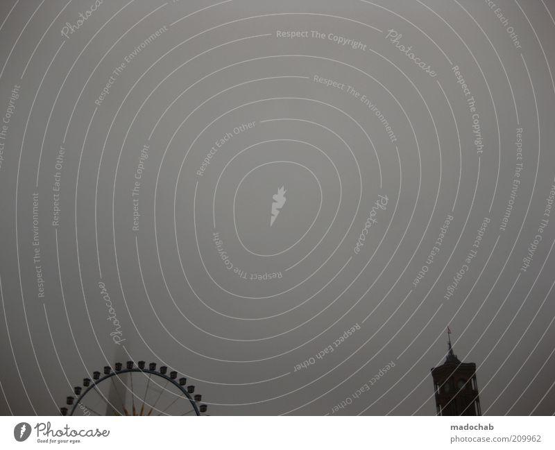 himmelhoch jauchzend Umwelt Horizont Klima Klimawandel Wetter schlechtes Wetter Unwetter Nebel Berlin Skyline Menschenleer Kirche Rathaus Turm Rotes Rathaus