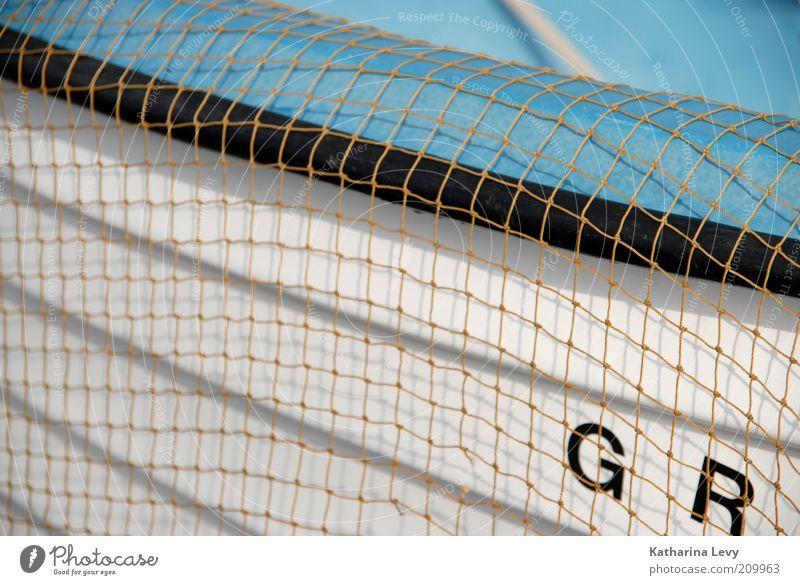 weiß-blauer Ausflugsdampfer Sommer Ferien & Urlaub & Reisen schwarz Wasserfahrzeug hell Netz Buchstaben Fangnetz Fischereiwirtschaft Sommerurlaub Ruderboot