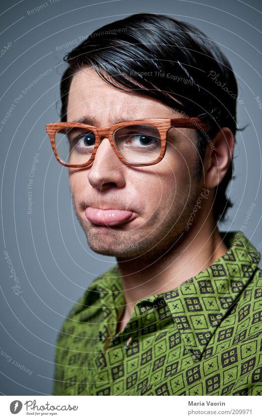 Keiner hat mich lieb Jugendliche grün Einsamkeit Erwachsene Traurigkeit lernen maskulin Studium Brille retro Trauer Bildung Lippen Student Hemd Mann