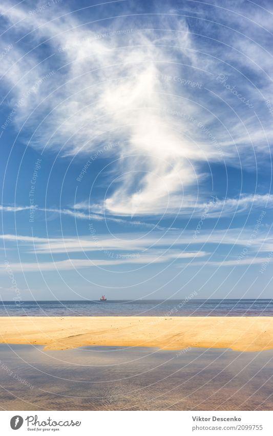 Vintage Segelboot am Horizont Himmel Natur Ferien & Urlaub & Reisen alt blau Sommer Sonne Landschaft Meer Erholung Wolken Strand Sport Küste Tourismus See