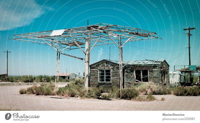 Ghost Town Erde Sand Himmel Sommer Klima Wärme Sträucher USA Dorf Hütte Tankstelle alt dreckig historisch Einsamkeit Armut Misserfolg Umweltverschmutzung