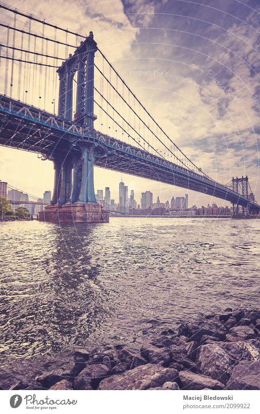 Stilisiertes Bild der Weinlese der Manhattan-Brücke, New York City. Ferien & Urlaub & Reisen Tourismus Sightseeing Städtereise Brooklyn Skyline Architektur
