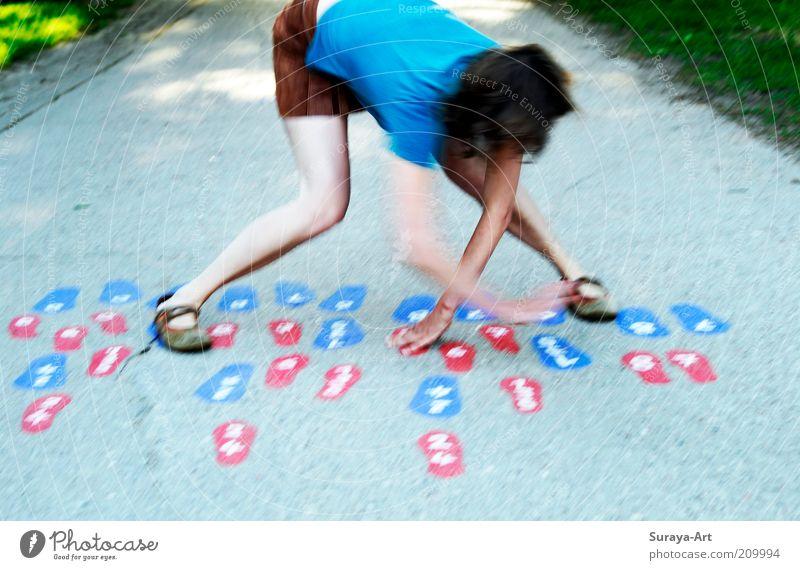 Im Tangoschritt? Frau Mensch Freude Leben feminin Spielen Bewegung Wege & Pfade Fuß Beine Tanzen Kunst Erwachsene Energie Fröhlichkeit Freizeit & Hobby