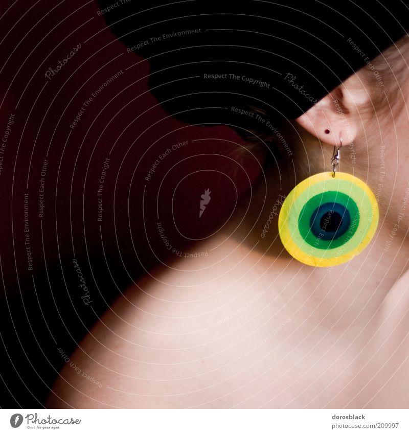 ohrring Lifestyle Stil schön Haut Leben Mensch feminin Junge Frau Jugendliche 1 18-30 Jahre Erwachsene Mode Ohrringe Kopftuch hören weich gelb grün rot nah
