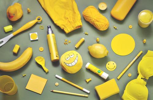 ich seh etwas, was du nicht siehst ... gelb Kreativität Dinge Kerze viele Sammlung Inspiration Anhäufung Haushalt Zitrone ansammeln Banane BH Regenjacke