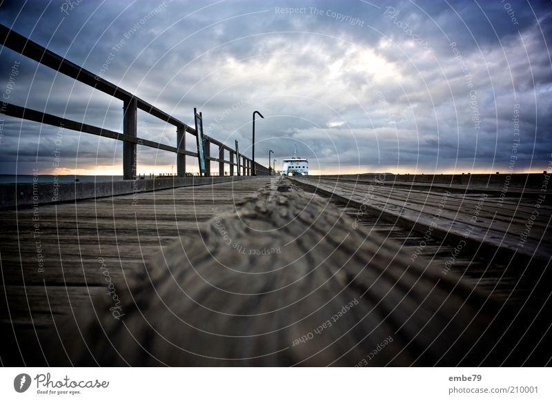 King Fisher Bay Pier blau Holz grau Stimmung braun Brücke Anlegestelle Schifffahrt Geländer Australien Fähre Sonnenuntergang Wasserfahrzeug Dämmerung