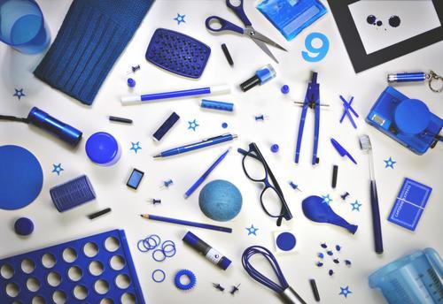 ich seh etwas, was du nicht siehst ... Super Stillleben Krimskrams Dinge Sammlung Anhäufung bunt zusammengewürfelt ansammeln viele Haushalt blau Inspiration