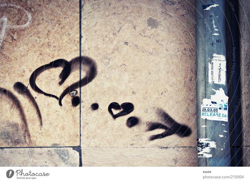 Recht herzlich Einsamkeit Haus Wand Graffiti Gefühle Gebäude Mauer Stein Fassade trist Herz Romantik Zeichen Symbole & Metaphern Kitsch Pfeil