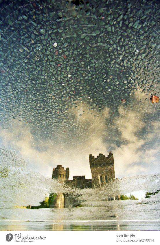 rising stones 2 alt Wolken nass Wassertropfen groß Turm Burg oder Schloss Tor Vergangenheit Bauwerk historisch Republik Irland Sehenswürdigkeit