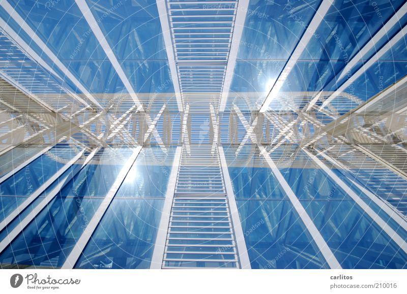 *hicks* ich sehe doppelt ..... Himmel weiß Sonne blau Metall Architektur Glas Fassade ästhetisch Dach Wissenschaften Kreativität Leiter Konstruktion