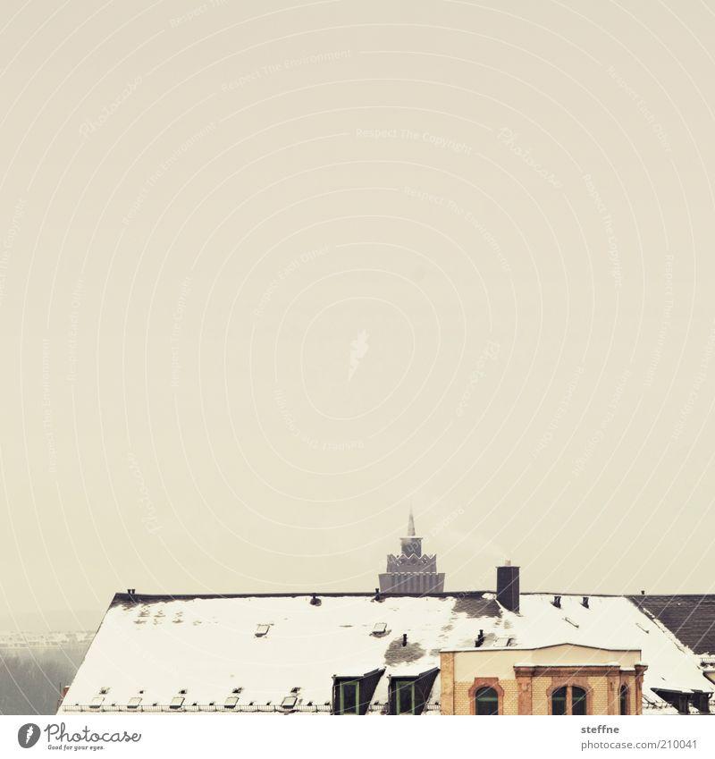 Aufm Dach Winter Schnee Chemnitz Altstadt Haus kalt Farbfoto Außenaufnahme Dämmerung Wolkenhimmel Gebäude Textfreiraum oben Textfreiraum Mitte