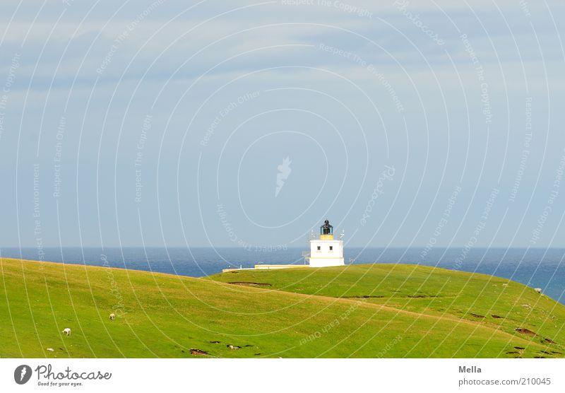 Am Ende der Welt Ferien & Urlaub & Reisen Ausflug Ferne Freiheit Meer Umwelt Natur Landschaft Hügel Küste Turm Leuchtturm frei Unendlichkeit klein blau grün