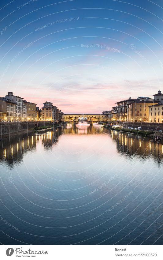 Ponte Vecchio in Florenz bei Sonnenuntergang Tourismus Sightseeing Städtereise Architektur Wolkenloser Himmel Nachthimmel Sonnenaufgang Fluss Arno Italien Stadt