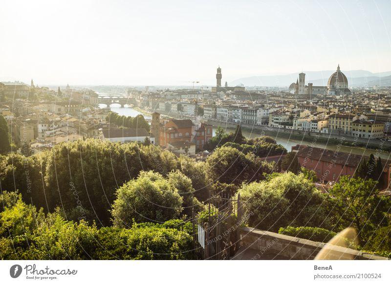 Panorama Blick über Florenz mit Ponte Vecchio, Dom und Altstadt Lifestyle Reichtum Stil Ferien & Urlaub & Reisen Tourismus Sightseeing Städtereise Sommer