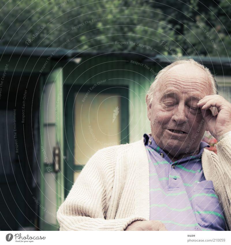 ... mal überlegen Mensch Mann Natur alt grün Erwachsene Senior Garten Denken Tür sitzen natürlich maskulin authentisch Pause nachdenklich