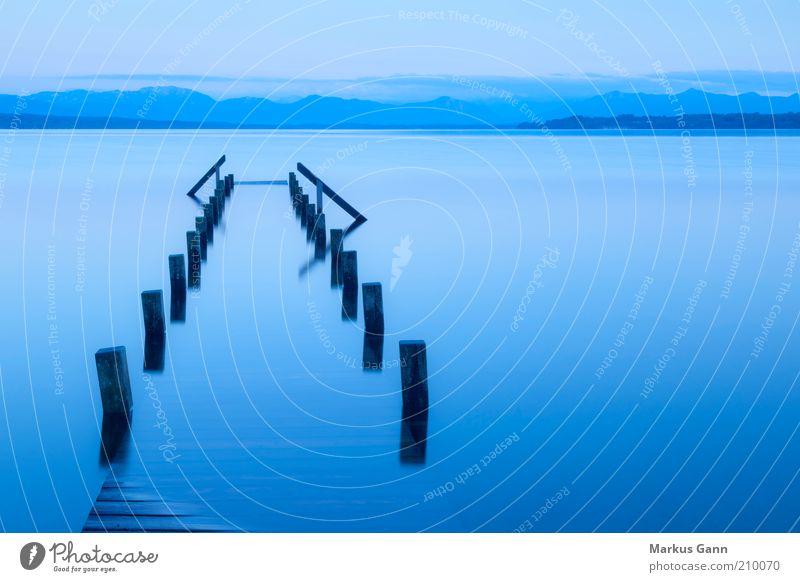 versunken Sommer Umwelt Natur Landschaft Wasser Seeufer Stimmung ruhig Langeweile Surrealismus Anlegestelle Starnberg Sonnenuntergang tutzing blau Himmel