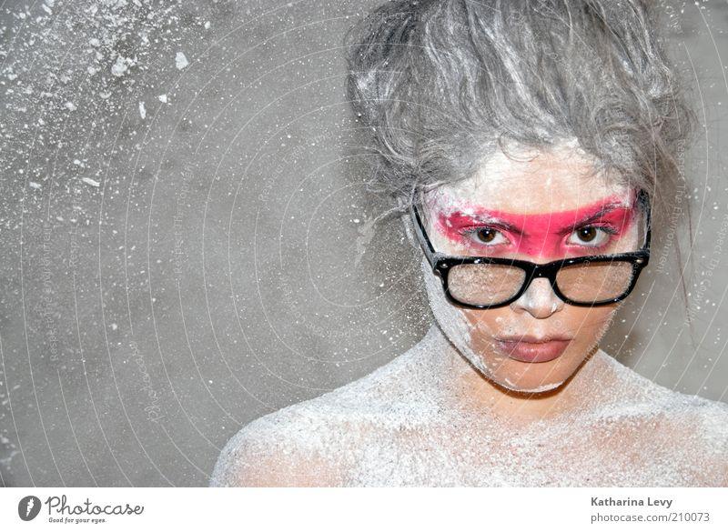 aus jung mach alt Mensch Jugendliche schön weiß Gesicht Farbe feminin Haare & Frisuren Mode Haut rosa Brille außergewöhnlich Schminke Körperpflege