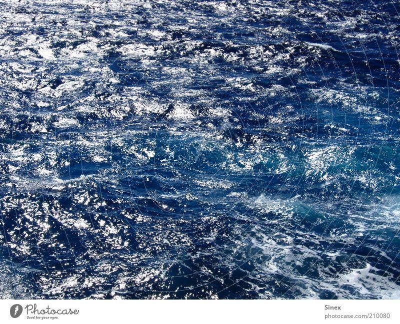 Glänzendes Meer Meer blau Sommer Ferien & Urlaub & Reisen Freiheit Zufriedenheit Wellen nass authentisch tief Wasser Wasseroberfläche Tiefsee