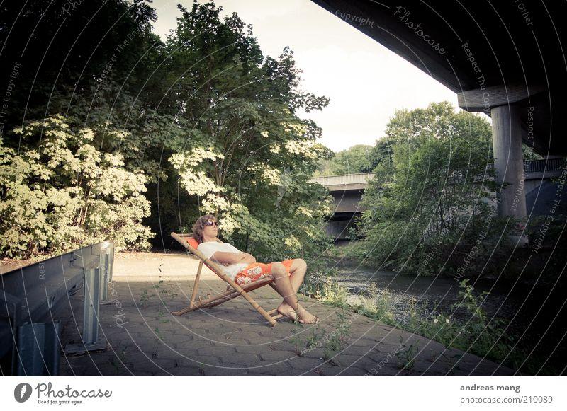 This is where I live | No. 001 Jugendliche Pflanze Sommer Freude ruhig Erholung Straße Glück Zufriedenheit sitzen liegen frei Brücke Coolness Pause