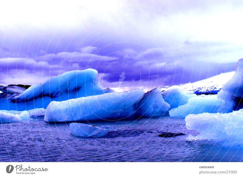 Jokulsarlon iceberg lagoon kalt Gletscher Eisberg gefroren bizarr Island Wasser arktisch massig Eisblock