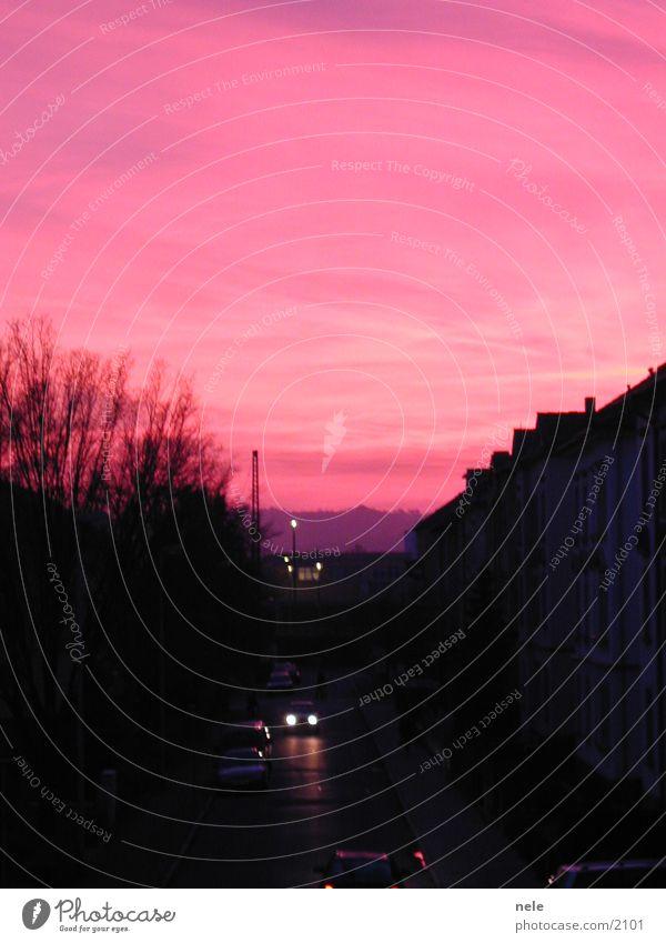 Feierabend Himmel Stadt Haus schwarz rosa Club magenta