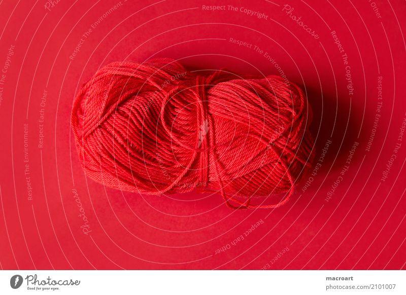 wollknäuel Wollknäuel Wolle Knäuel Farbe Untergrund Schnur Handwerk Handarbeit häkeln stricken Sticken knüpfen handwerklich mehrfarbig rot kirschrot